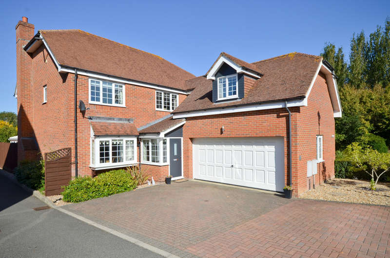 5 Bedrooms Detached House for sale in Newport, Isle Of Wight