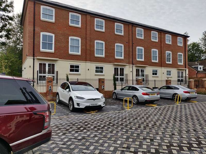 2 Bedrooms Penthouse Flat for rent in St Stephens Road, Canterbury, CT2