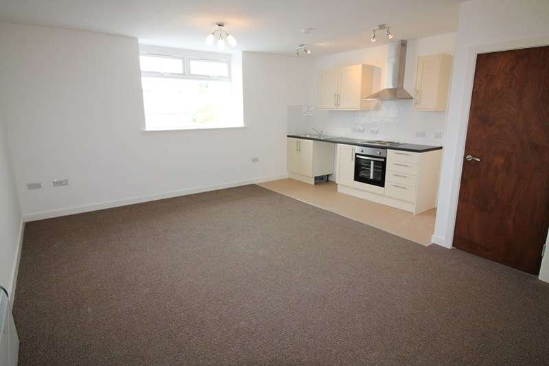2 Bedrooms Apartment Flat for rent in Stratton House, Havant, Hampshire, PO9