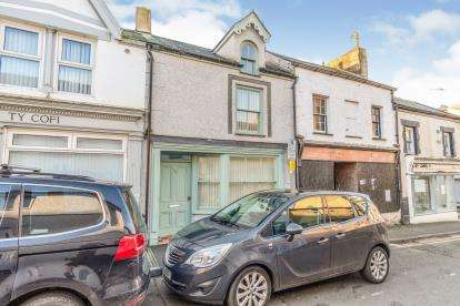 2 Bedrooms Terraced House for sale in Pool Street, Caernarfon, Gwynedd, LL55