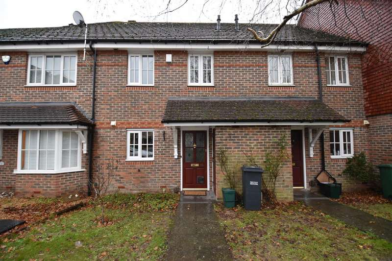 2 Bedrooms Terraced House for rent in Priestlands Close, Horley