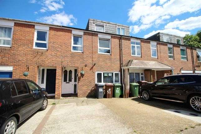 4 Bedrooms Terraced House for sale in Hackney Close, Borehamwood, Hertfordshire, WD6