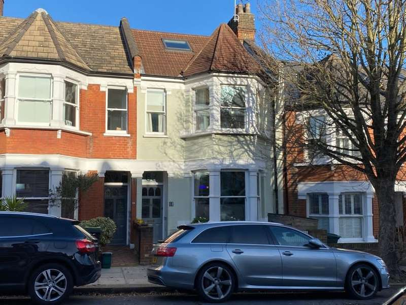 4 Bedrooms Terraced House for sale in Victoria Road, London