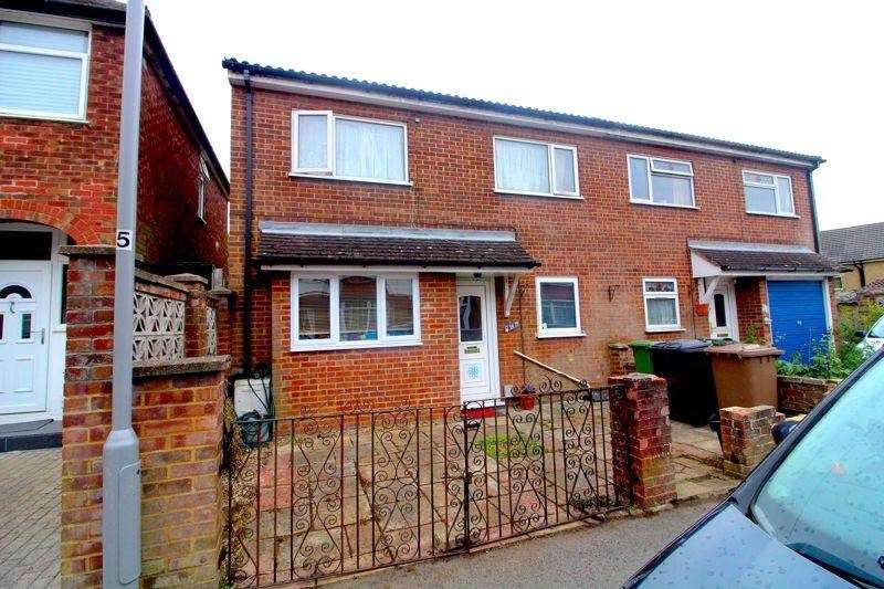 3 Bedrooms Semi Detached House for sale in Kenneth Road, Luton, LU2