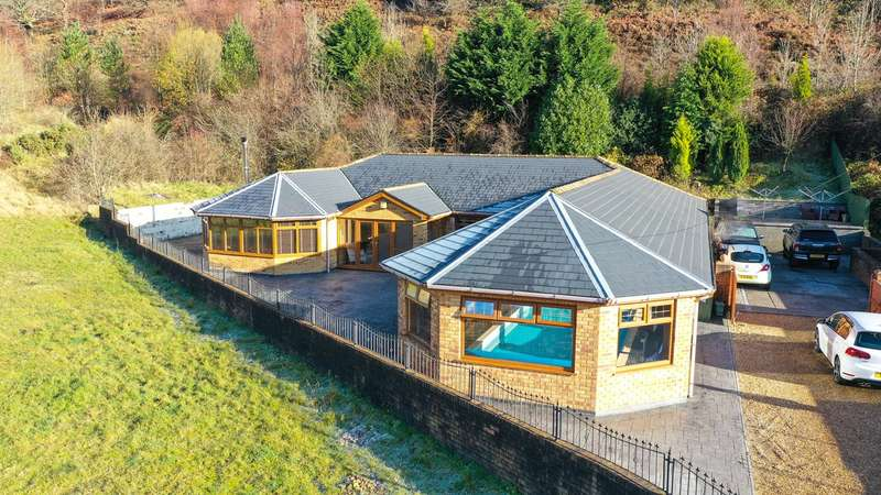 4 Bedrooms Detached Bungalow for sale in Woodland Terrace, New Tredegar, NP24