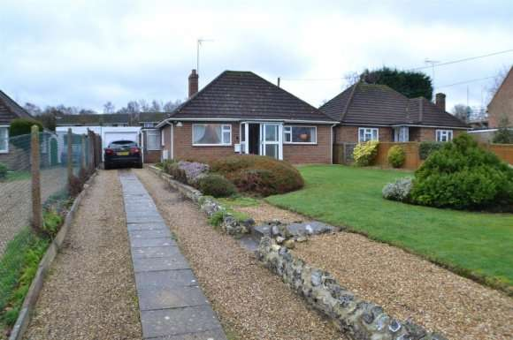 2 Bedrooms Bungalow for rent in The Street, Bramley, RG26