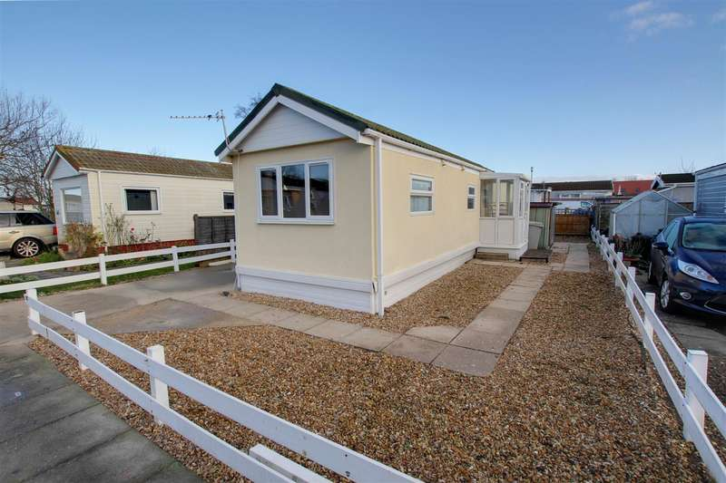 1 Bedroom Mobile Home for sale in Seahaven Springs, Mablethorpe