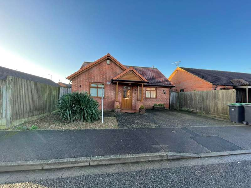 2 Bedrooms Detached Bungalow for sale in Penrose Close, North Hykeham, Lincoln, Lincolnshire, LN6