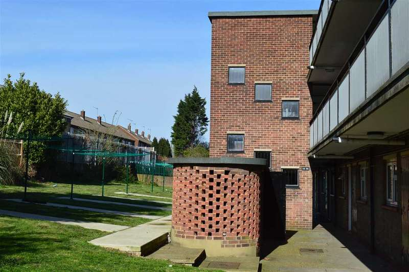 2 Bedrooms Apartment Flat for rent in Bridges Drive, Dartford