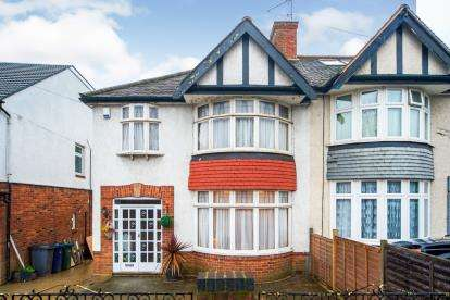 3 Bedrooms Semi Detached House for sale in Colney Hatch Lane, New Southgate, London, Uk