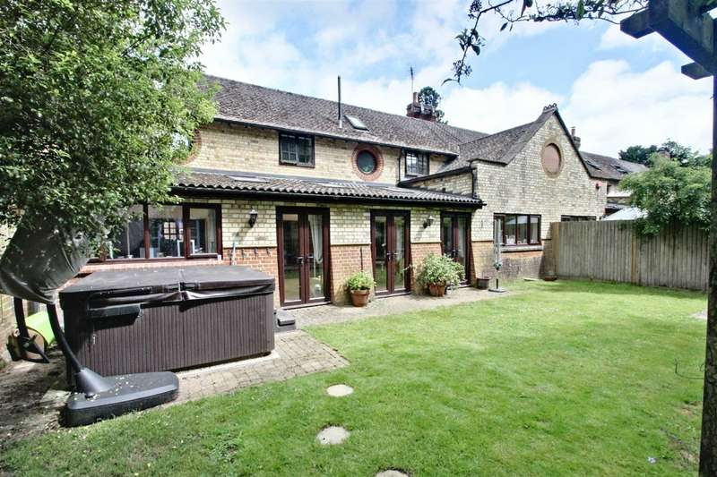 4 Bedrooms Semi Detached House for sale in Stable Yard, Mentmore