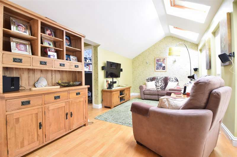 5 Bedrooms Detached House for sale in Celandine Drive, St. Leonards-On-Sea
