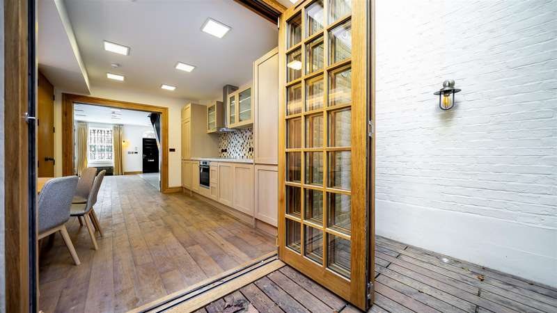5 Bedrooms Town House for sale in Romney Street, London
