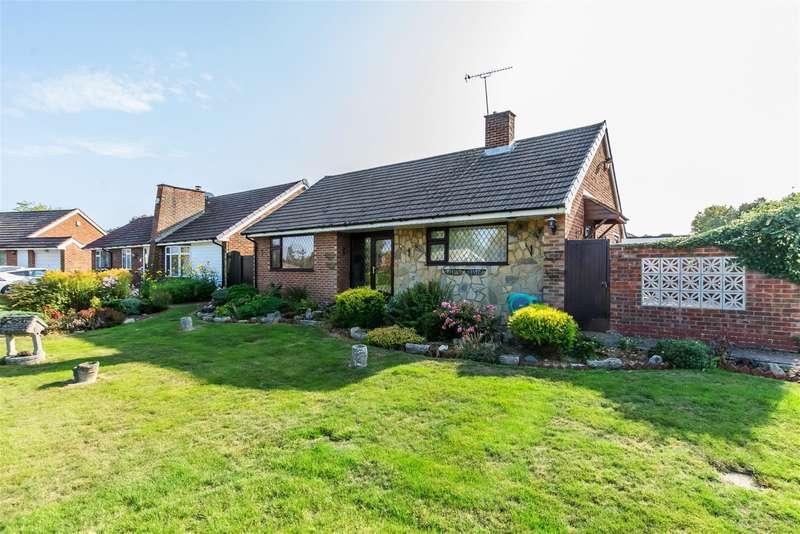 2 Bedrooms Detached Bungalow for sale in Petersfield Drive, Culverstone Green, Kent, DA13 0TR