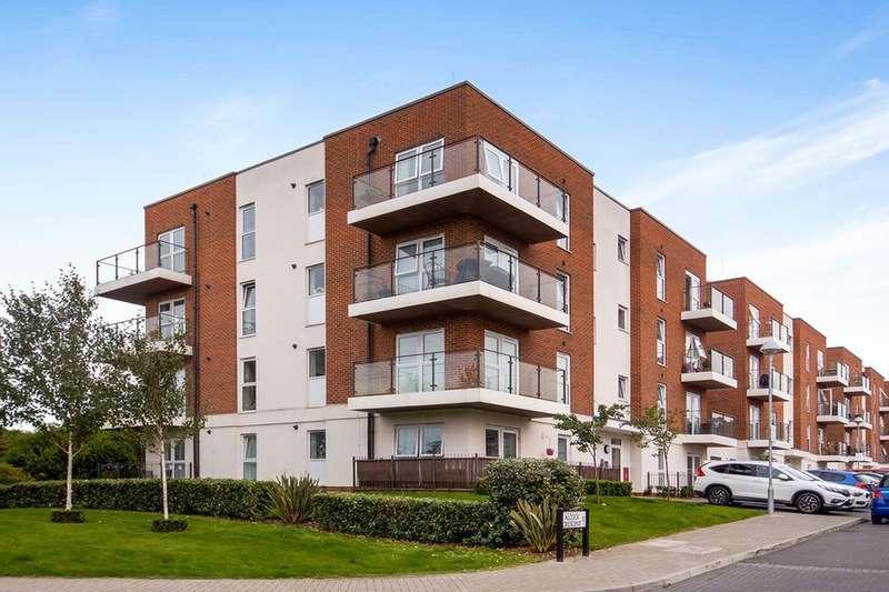2 Bedrooms Flat for rent in Alcock Crescent, Crayford, Dartford, DA1