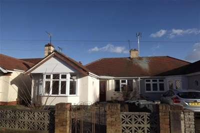3 Bedrooms Bungalow for rent in Lyndale Avenue, Southend on Sea