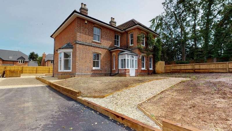 4 Bedrooms House for rent in Churchdown Village GL3 2JR