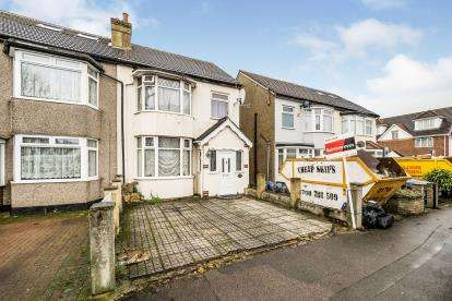 4 Bedrooms Semi Detached House for sale in Romford, Havering, United Kingdom