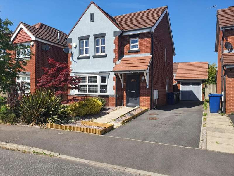 3 Bedrooms Detached House for sale in Silverdale Close, Bury