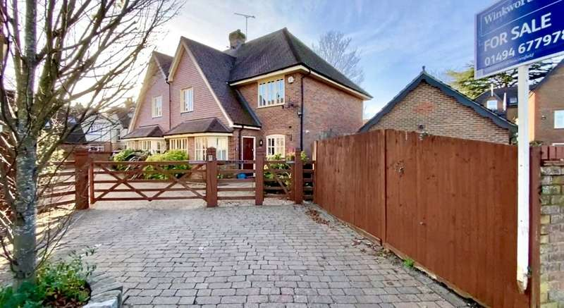 3 Bedrooms Semi Detached House for rent in Reynolds Road, Beaconsfield, HP9