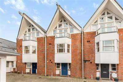 3 Bedrooms Town House for rent in Haven Point, Lymington