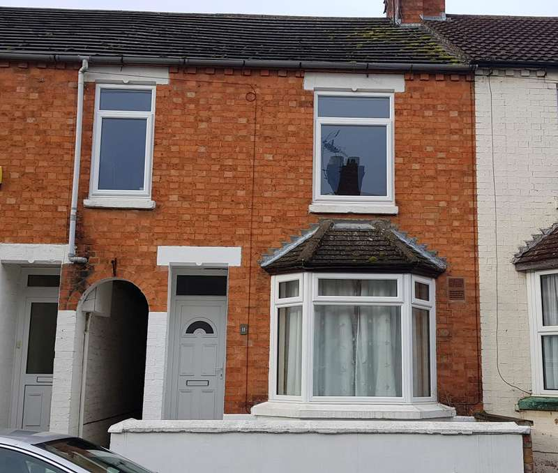 3 Bedrooms Terraced House for rent in Gordon Street, Rothwell, Northants, NN14 6BH