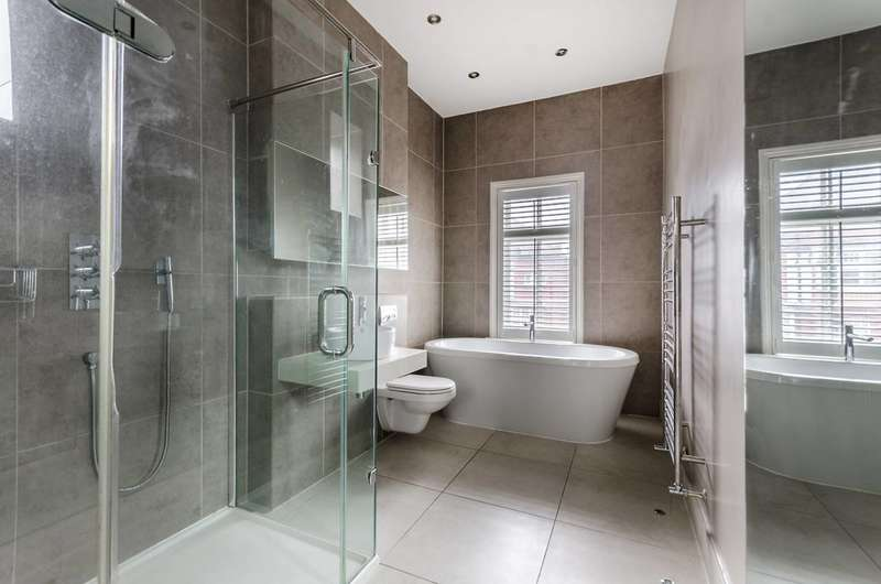 5 Bedrooms House for rent in Bath Road, Turnham Green, W4