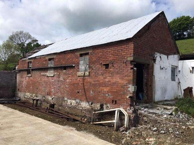 Barn Conversion Character Property for sale in Heol Y Banc, Bancffosfelen, Llanelli