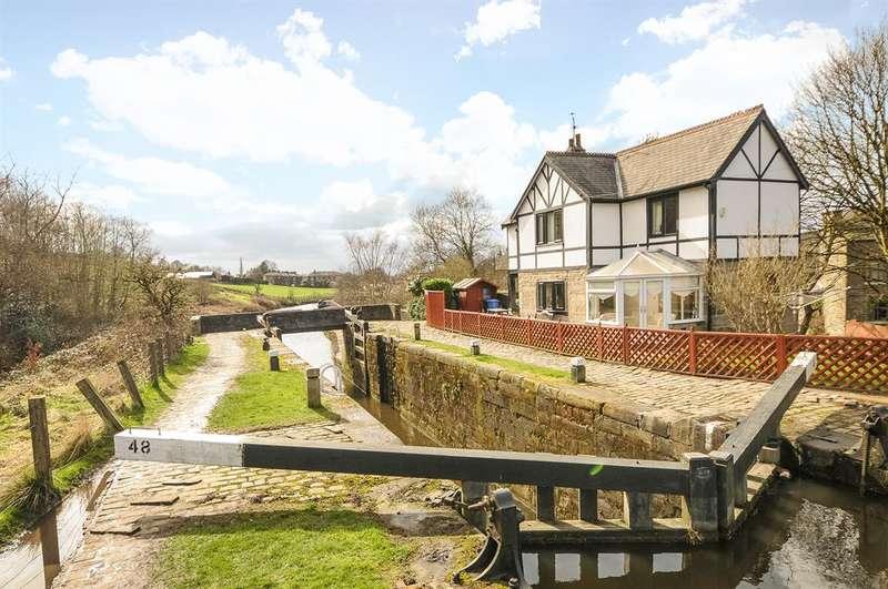 3 Bedrooms Detached House for sale in The Lockhouse, Littleborough,OL15 0HJ