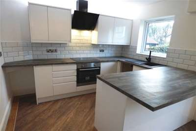 2 Bedrooms House for rent in Church Road, Colwyn Bay