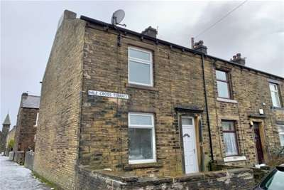 3 Bedrooms Terraced House for rent in Mile Cross Terrace, Halifax, HX1 4HP