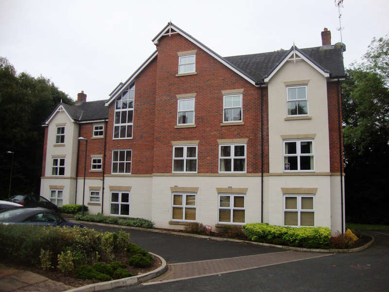 2 Bedrooms Flat for rent in The Coppice, Worsley, M28