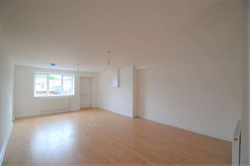 3 Bedrooms Flat for rent in Darkes Lane, Potters Bar