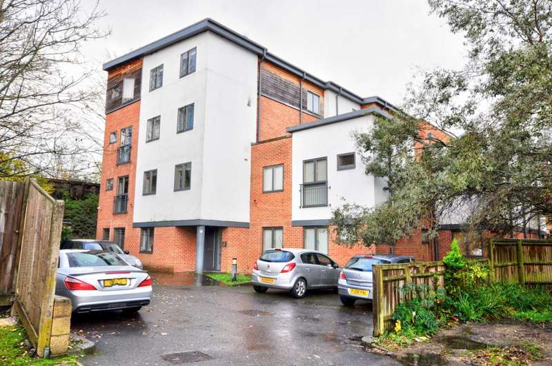 3 Bedrooms Apartment Flat for rent in Bell Street, Maidenhead