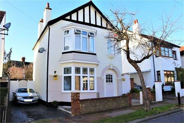 3 Bedrooms Detached House for sale in Westcliff Drive, Leigh-on-Sea, Leigh on sea, SS9 2LB