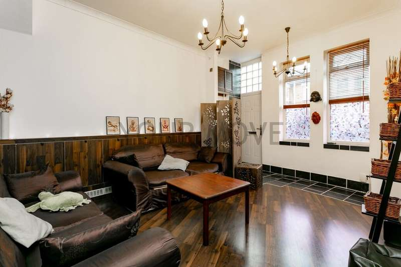 2 Bedrooms Flat for sale in Grove Green Road, Leytonstone, London, E11