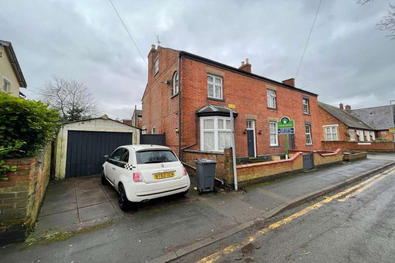 5 Bedrooms Semi Detached House for sale in Victoria Street, Loughborough, LE11
