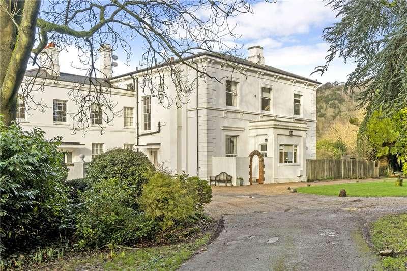 2 Bedrooms Apartment Flat for sale in Pixham Firs, Pixham Lane, Dorking, Surrey, RH4