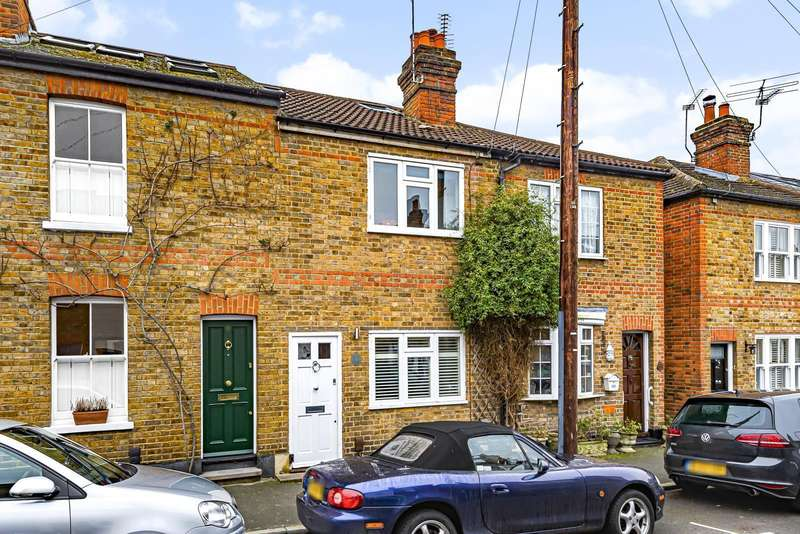 4 Bedrooms Terraced House for sale in Radnor Road, Weybridge, KT13