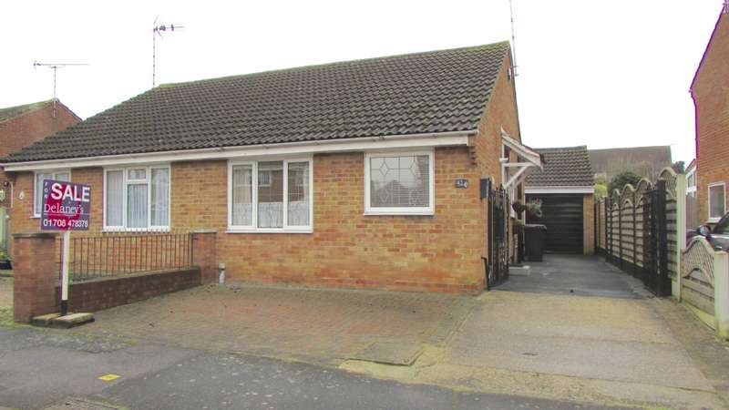 2 Bedrooms Bungalow for sale in Tillingham Way, Rayleigh