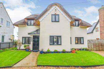 4 Bedrooms Detached House for sale in Southill Road, Broom, Biggleswade, Bedfordshire