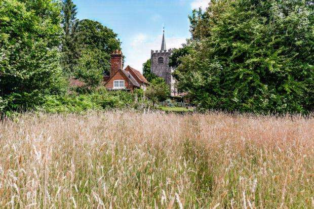 3 Bedrooms Detached House for sale in Pirbright, Woking, Surrey