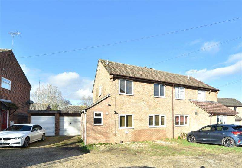 3 Bedrooms Semi Detached House for sale in Barry Lynham Drive, Newmarket, CB8
