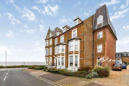 2 Bedrooms Flat for sale in Boston Square, Hunstanton, Norfolk
