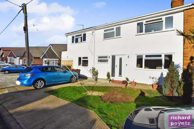 5 Bedrooms Semi Detached House for sale in Canvey Island