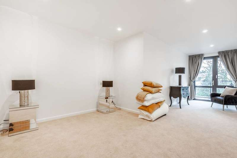3 Bedrooms Flat for sale in Carnegie House, Harrow on the Hill, HA1