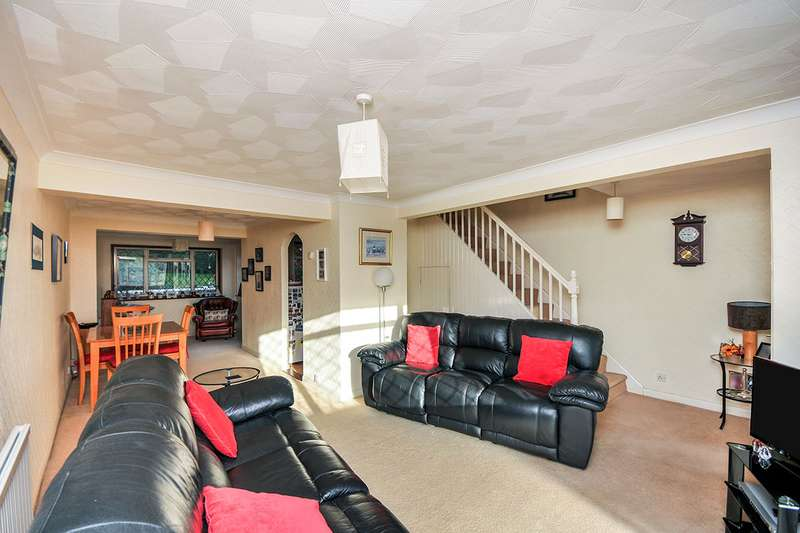 3 Bedrooms Semi Detached House for sale in Court Crescent, Swanley, Kent, BR8