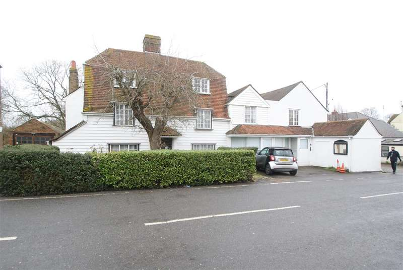 7 Bedrooms Detached House for sale in High Street, Canewdon, Rochford