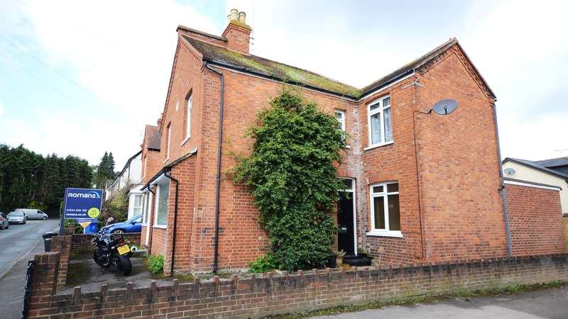 2 Bedrooms Terraced House for rent in Coworth Road, Sunningdale