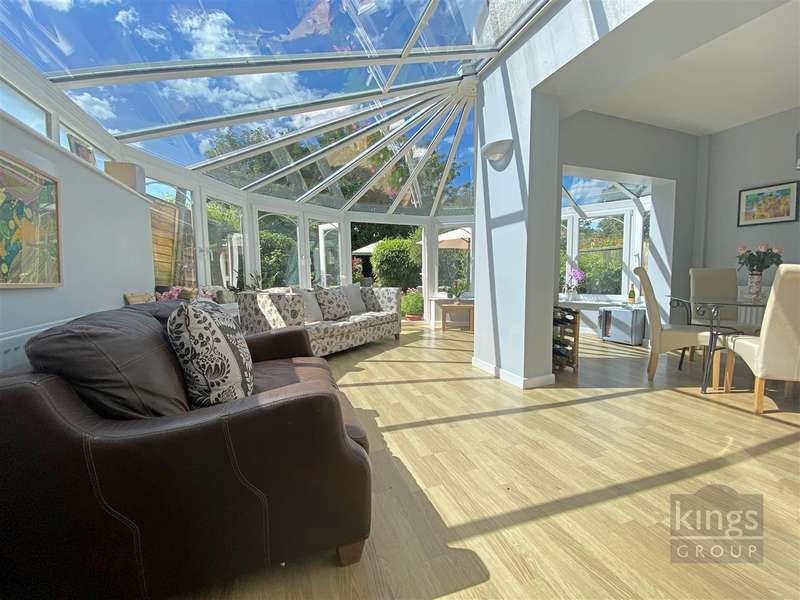 4 Bedrooms Semi Detached House for sale in London Road, Enfield